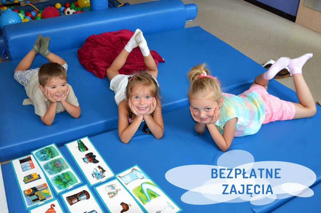 śmiejące się dzieci - zajęcia z rozwoju dziecka