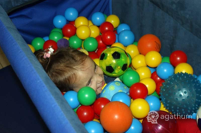 basen z piłkami