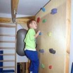 dziecko na ściance