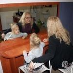 dziewczynka i psycholog dziecięcy